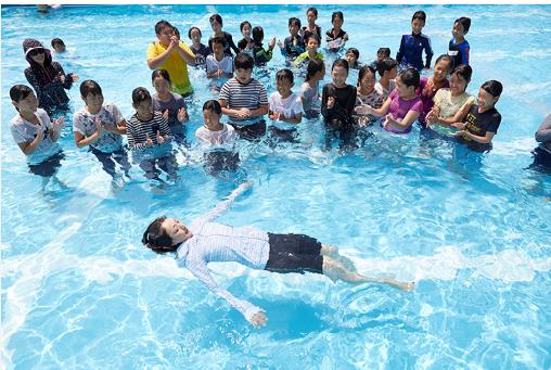 【秋8号掲載】岩崎恭子さんインタビュー&着衣泳教室のお知らせ